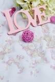 Détails d'amour et de décoration de Word au-dessus de blanc, Photos stock