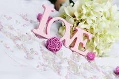 Détails d'amour et de décoration de Word au-dessus de blanc Image stock