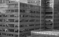 Détails d'un immeuble de bureaux en verre moderne de gratte-ciel Images stock