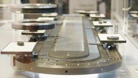 Détails de balayage réglés par essai automatique sur la bande de conveyeur dans le laboratoire banque de vidéos