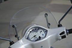 Détails de cadran et de pare-brise de Vespa Photos libres de droits