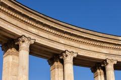 Détails de colonnade de monument de millénaire à Budapest Photos stock