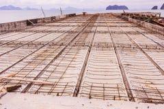 Détails de construction : Planche de béton préfabriqué du pilier, avant l'écrimage concret, en construction, Thaïlande photo libre de droits