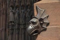 Détails de décoration d'entrée principale de cathédrale de Strasbourg, France Image stock