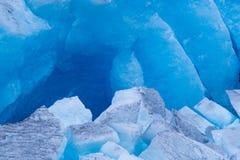 Détails de glace bleue cassée de glacier de Svartisen images stock