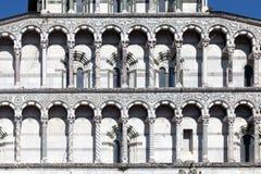 Détails de la façade du San Martino Cathedral à Lucques Image stock