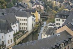 Détails de la ville du Luxembourg Vue supérieure avec le pont à travers la rivière d'Alzette images libres de droits