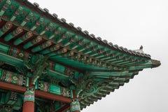 Détails de pavillon coréen traditionnel de Bell en parc de Yongdusan r images stock