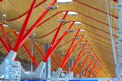 Détails de toit de terminal d'aéroport à Madrid Image stock