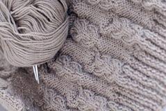 Détails de tricotage gris images libres de droits