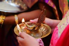 Détails des rituels indiens du sud traditionnels de mariage image libre de droits