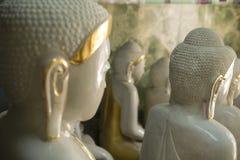 Détails des statues de Bouddha à vendre Photographie stock