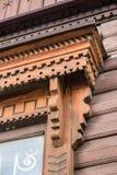 Détails du découpage du bois d'un châssis de fenêtre Photographie stock