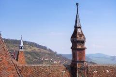 Détails du dessus de toit de l'église du monastère dominicain dans Sighisoara photo stock