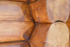 Détails du joint faisant le coin de carlingue avec rond outre des rondins Style canadien ou scandinave Fin vers le haut photographie stock