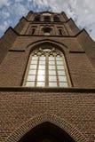 Détails en gros plan sur la façade de l'église, d'une église catholique construites dans le style architectural baroque et Flaman Photos libres de droits
