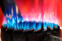 Détails extérieurs de brûleur à propane des flammes et de la bouilloire sur le dessus images stock