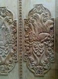 Détails fleuris de découpage en bois d'art de Balinese Images stock