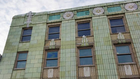 Détails fleuris sur le bâtiment commercial de début du 20ème siècle Photo libre de droits
