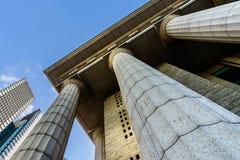 Détails gris de colonne de marbre sur le bâtiment Photo libre de droits