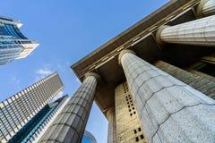 Détails gris de colonne de marbre sur le bâtiment Photographie stock libre de droits