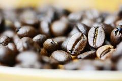 Détails ou texture rôtis de grains de café photographie stock