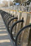 Détails publics de station de stationnement de bicyclette Photographie stock