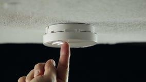 Détecteur de fumée sur le plafond banque de vidéos