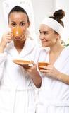 Détendez dans le salon de beauté, café avec un ami Photo stock