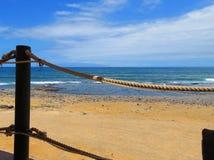Détendez devant l'océan photographie stock