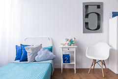 Détendez l'espace dans la chambre confortable photos libres de droits