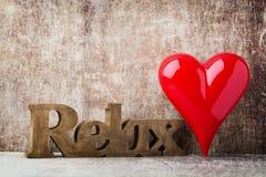 détendez Message de maison avec les lettres en bois Photo libre de droits
