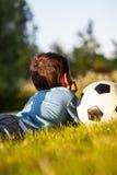 Détendez sur l'herbe Image libre de droits