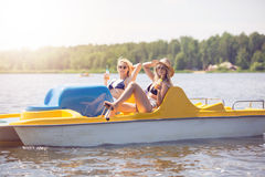 Détendez sur le bateau de palette Photo stock