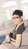 Détente à la maison avec le caffee Photographie stock libre de droits