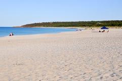Détente à la plage : Baie de soute Image libre de droits