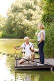Détente aînée de couples Photo libre de droits