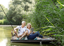 Détente aînée de couples extérieure Photographie stock