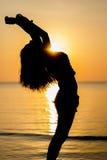 Détente avec le coucher du soleil en Thaïlande Photo stock