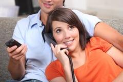 Détente d'adolescent de couples Images libres de droits