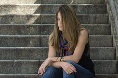 Détente de jeune femme image libre de droits