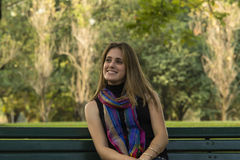 Détente de jeune femme photographie stock libre de droits