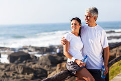 Détente mûre de couples Photos libres de droits