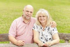 Détente pluse âgé de couples Photo stock