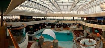 Détente sur le panorama d'intérieur de bateau Photo stock