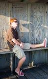 Détente sur un banc Photos libres de droits