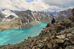 Détente tout près du lac aile du nez-kul image libre de droits