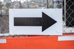 Détour noir d'apparence de flèche au chantier de construction photo libre de droits