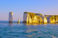 dévastez les vieilles roches Falaises de craie dans Dorset, Angleterre du sud photo libre de droits