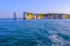 dévastez les vieilles roches Falaises de craie dans Dorset, Angleterre du sud photo stock